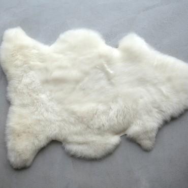 PEAU D'AGNEAU LAINÉE  laine plus longue - Origine : Wallonie Belgique